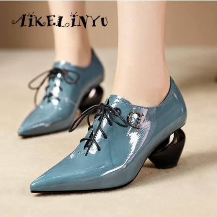 High-heeled Shoes.
